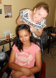 """Séance """"coiffure"""" avec une fille de la Hope House !"""